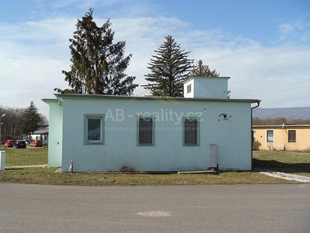 č. 1025:Pronájem komerčního pozemku 2 000 m2 – Újezdeček, okres TeplicCena: 25 000 Kč / měsíc